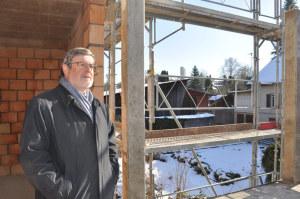 Liegenschaftsexperte Werner Fleischmann wirft einen differenzierten Blick auf die Zukunft des Immobilienmarktes: Diese Eigentumswohnung im Rohbau hat bessere Verkaufschancen als ein Einfamilienhaus. (Bild: zvg)