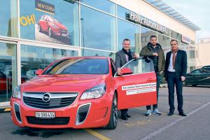 Kariem Hussein freut sich über seinen neuen Opel Insignia OPC.