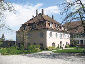 Seit 2006 kann man sich auch im Klosterhof behandeln lassen.