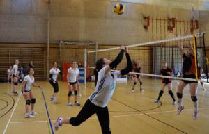 On fire: Volleyballerinnen bei den Schweizerischen Mittelschul-Meisterschaften. (Bild: zvg)