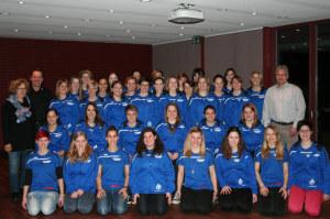 Bildlegende: Die TR Sonterswil freut sich gemeinsam mit den Vertretern der Hauptsponsoren Aschmann GmbH (links) und Kämpf Holzbau (rechts) über den neuen Trainer. (Bild: zvg)