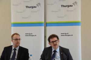Finanzdirektor Jakob Stark (rechts) und Urs Meierhans, Chef der Finanzverwaltung, präsentieren die Zahlen zum Rechnungsjahr 2014. (Bild: zvg)