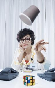 Die Kabarettistin Anet Corti sorgt mit ihrem Programm für gute Laune. (Bild: zvg)