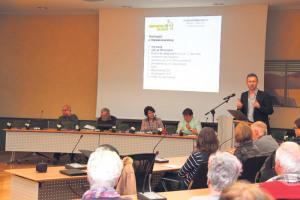 Quartiersvereinspräsident Rainer Keller liess das vergangene Jahr Revue passieren.(Bild: ek)