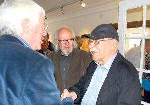 Anton Bernhardsgrütter (r.) konnte zu seinem 90. Geburtstag am Sonntag im Museum Rosenegg viele Gückwünsche entgegennehmen. (Bild: Thomas Martens)