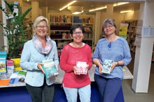 Sie verleihen liebend gerne Bücher: Monika Pugl, Leiterin Büecherbrugg, Bea Niedermann und Fränzi Siebenmann (v.l.). (Bild: sb)