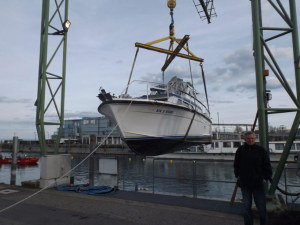 Bootsbergung im Yachthafen. (Bild: zvg)