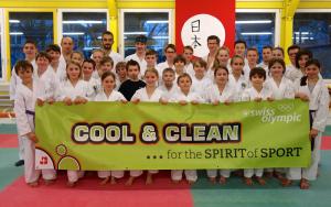 Das Karatecenter Reto Kern mit einem Teil der Nachwuchskämpfer. (Bild: zvg)