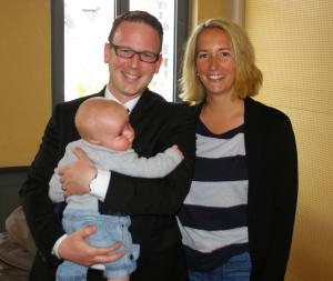 Für Michael Stahl hatte es bei den Schulpräsidiumswahlen nicht gelangt. Grund zur Freude hatten er und seine Frau trotzdem: Mit 1171 Stimmen erzielte er das drittbeste Ergebnis auf der Liste der FDP un politisiert so künftig im Gemeinderat.