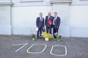 Agop Hatschaduryan (m.) und Josef Tekin (r.) vom Organisationskomitee des?Gedenktages mit Gast  Shabo Schabo aus Frauenfeld. (Bild: sb)