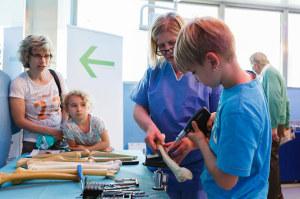 Operationssäle, Anästhesiebereich, Intensivstation, zentrale Sterilgut-Versorgung und einiges mehr konnte besichtigt werden. Mitarbeitende der Spital Thurgau standen für Auskünfte zur Verfügung. (Bild: zvg)