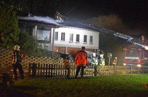 eim Brand eines Einfamilienhauses in Gachnang entstand hoher Sachschaden. (Bild: Kapo TG)
