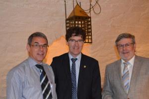Hauseigentümer-Präsident Gallus Müller (Mitte) mit dem neuen Kassier Theo Dürig (links) und dem neuen Vizepräsidenten Werner Fleischmann. (Bild: zvg)