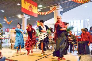Flamenco-Darbietungen brachten spanisches Feuer ins Karussell.(Bild: zvg)