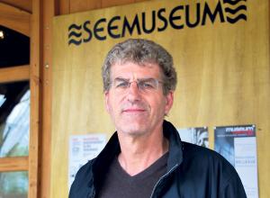 Walo Abegglen verlässt das Seemuseum.(Bild: Thomas Martens)