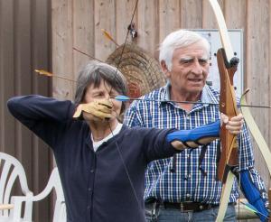 Bogenschiessen eignet sich für Jung und Alt. (Bild: archiv)