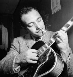 Stücke des legendären Jazzgitarristen Django Reinhardt werden am Samstag vorgetragen. (Bild: wikimedia)