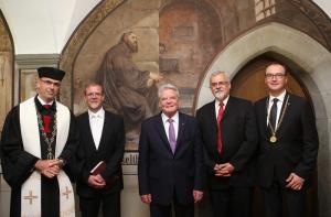 Bundespräsident Joachim Gauck (Zweiter von rechts) neben Oberbürgermeister Uli Burchardt (re.). (Bild: zvg)