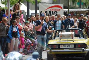 Wie vor einem Jahr: Fahrzeugpräsentation durch Remo Santandrea (Mitte) und Einladung zu Gästefahrten. (Bild: zvg)
