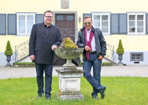 Dirigent Stephan Roth und Schlossbesitzer Kurt Schmid-Andrist freuen sich auf die erste Zusammenarbeit bei der «Symphonia Summernight». (Bild: sb)