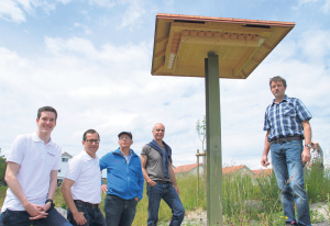 Adrian Giger, René Walther, Oskar Briefer, Stefan Hugentobler und Beat Leuch (v.l.) freuen sich über den Schwalbenturm in Scherzingen. (Bild: Thomas Martens)