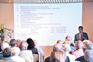 Präsident Carl Ruch informierte die zahlreich erschienenen Genossenschafter über die Zukunft des Alterszentrums Kreuzlingen.(Bild: ek)