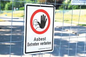 Asbestwarnung. (Bild: klz)