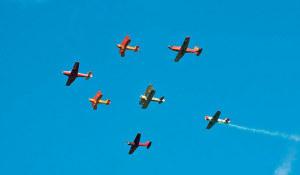 Fliegerstaffel und Akrobatik werden gezeigt. (Bild: Fliegermuseum Altenrhein)