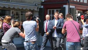 Der Medienandrang war enorm vor dem Bezirksgericht Weinfelden. (Bild: ek)