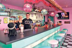 Gordana Vlajic und Igor Dzombic, die Gastgeber der Roxy Bar an der Konstanzerstrasse 6 laden zum Birthday Bash ein. (Bilder: ek)