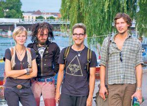 Die vier vom «Cosmik Kollectiv» sind grenzübergreifende Kultur-Aktivisten: (v.l.) Monika Krajka, Holden Deadfield, Marvin Scherer, Dorian Butzer.(Bild: sb)