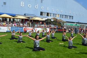 Die Gymnastikgruppe vor der Bodensee-Arena. (Bild: zvg)