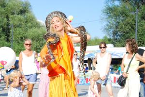 Eine Gaukler-Lady mit Boa Constrictor. (Bild: zvg)