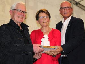 Ernst und Heidi Hofstetter mit Stadtpräsident Andreas Netzle. (Bild: zvg)