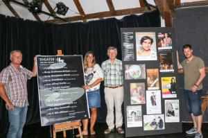 Fritz Brechbühl, Präsident Theater an der Grenze, Jasmin Stäheli und Udo Plenio, verantwortlich für den neuen Webauftritt, und Simon Hungerbühler, Programmleiter Theater an der Grenze. (Bild: zvg)