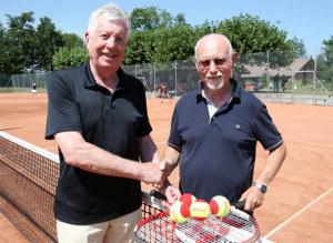 Wino Biedermann (links) und Herbert Liebig wollen noch vielen weiteren Seniorinnen und Senioren den Tenniseinstieg ermöglichen. (Bild von Mario Gaccioli)