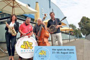 Die Vorstandsmitglieder Sabine Köhler und Kurt Lauer sowie die Musiker Dieter Röhrsheim und Helmut Maier freuen sich auf die Jazzmeile.(Bild: ek)
