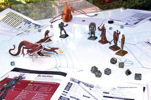 Vier Helden stehen einem Drachen und seinen Schergen gegenüber. Der wahre Kampf spielt sich jedoch im Kopf ab.(Bild: ek)