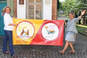 Myrrhiam Hemberger und Suzi Ohl Urquizo, laden zum Eröffnungsfest der neuen Krabbel- und Spielgruppe ein. (Bild: zvg)