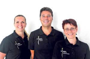 Julia Wilhelmsen (v.l.), Olaf Prien und Jeannette Berchtold bilden zusammen die Physio- und Ergotherapie Bottighofen.(Bild: zvg)