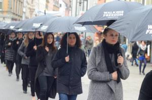 Hunderte Teilnehmerinnen setzen beim jährlichen Konstanzer Walk for Freedom ein Zeichen gegen Menschenhandel. (Bild: christianroth.ch)
