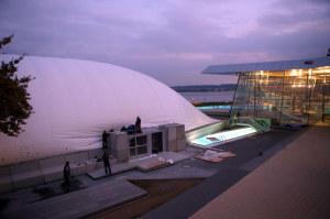 Die Bädergesellschaft hat zur Überdachung des 50-Meter-Schwimmerbeckens der Bodensee-Therme eine Traglufthalle angeschafft. (Bild: zvg)