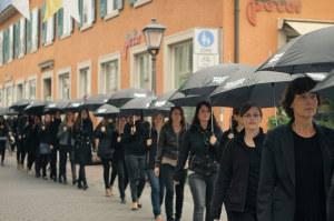 Hunderte Teilnehmerinnen setzen beim jährlichen Konstanzer Walk for Freedom ein Zeichen gegen Menschenhandel. (Bild: Veranstalter)
