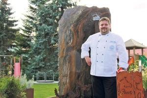 Roland König, Eigentümer des Rössli Restaurants. Bekannt ist er für seine Cordon bleus, zurzeit steht jedoch Wild auf dem Speiseplan. (Bilder: ek)
