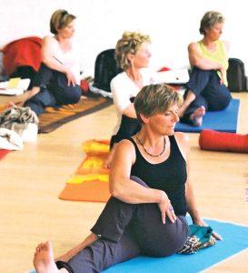 Hormon Yoga kann altersunabhängig praktiziert werden, Yogaerfahrung ist nicht notwendig.  (Bild: zvg)