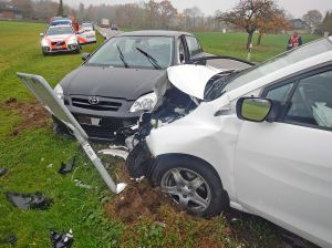 Bildlegende: Beim Unfall wurden beide Lenkerinnen verletzt. (Bild: Kantonspolizei Thurgau)