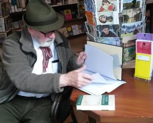 Die Dramaturgiemappe in der Buchhandlung Homburger&Hepp ist für Theaterbegeisterte. (Bild: zvg)