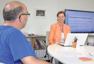 Diplomlehrerin Silke Heit mit Kursteilnehmer Antonio Ferraira.(Bild: zvg)