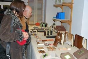 Besucher an der Ausstellung  2013. (Bild: archiv)