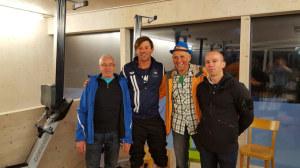 (Von links nach rechts) Ruedi Bätscher, Nico Stahlberg, Paul Stahlberg, Patrik Weissgerber. Das Bild entstand in der Dopingsperrzone, wo Nico für drei Stunden nach dem Rennen verweilen musste und die Tests über sich ergehen lassen musste. (Bild: zvg)